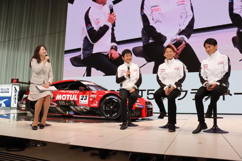 NDDP RACING with B-MAXの田中利和監督、平手晃平選手、千代勝正選手。司会を務めたのは松下まゆみ氏