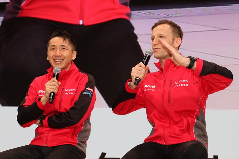 前日は大阪オートメッセのステージイベントに出演していたという両選手。「西に行くほどクルマの車高が下がって、キャンバー角も増えていくよね」とクインタレッリ選手
