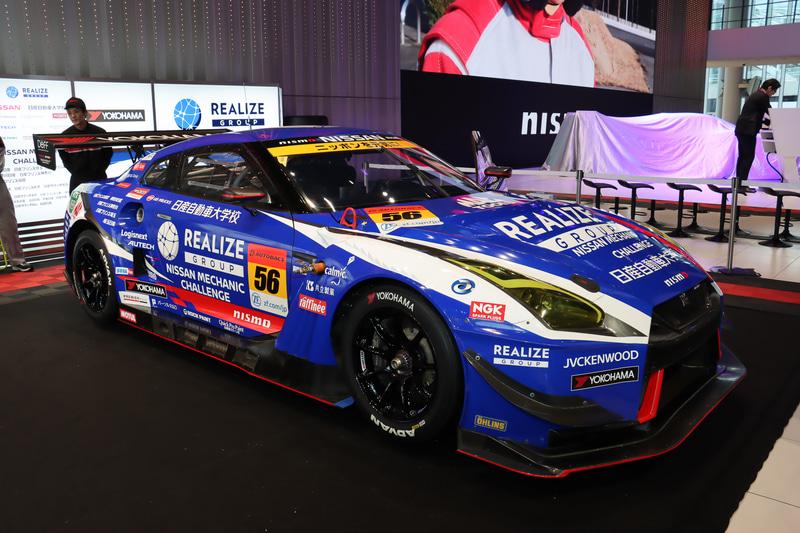 ブースにはKONDO RACINGのGT300クラス参戦マシン「リアライズ 日産自動車大学校 GT-R」が置かれ、乗車体験やタイヤ交換体験などが行なわれた