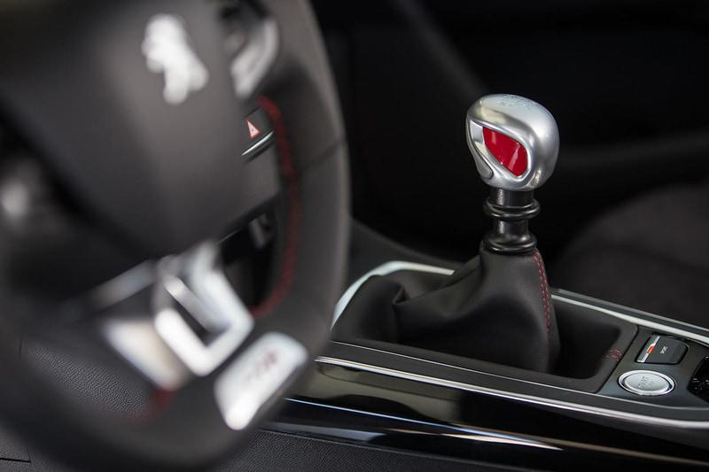 プジョーのラインアップで唯一の左ハンドル+MT車となるPEUGEOT 308 GTi by PEUGEOT SPORT