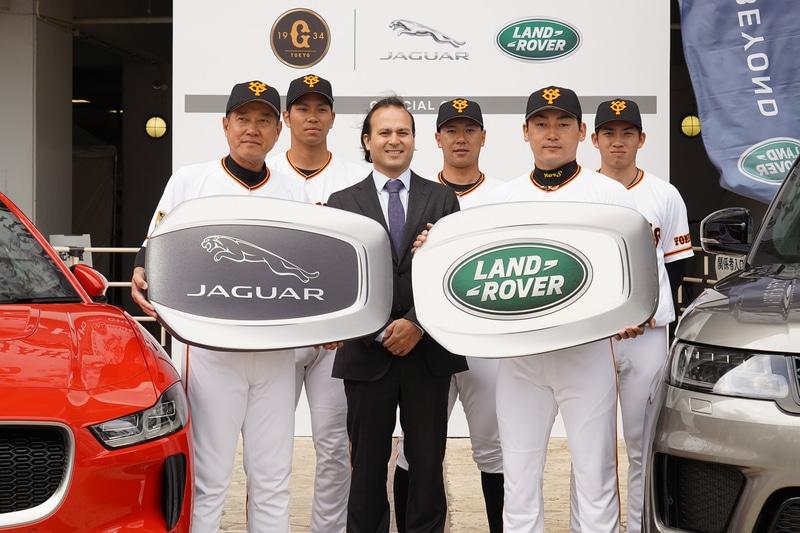 オフィシャルカー貸与式ではジャガーとランドローバーのビッグキーが贈呈され、「I-PACE」「レンジローバー スポーツ PHEV」の充電セレモニーも行なわれた