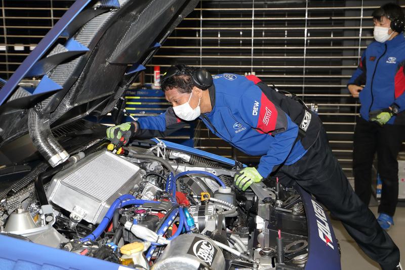 ドライバー交代やマシンチェックなどを挟みつつ、シェイクダウンテストが続けられた