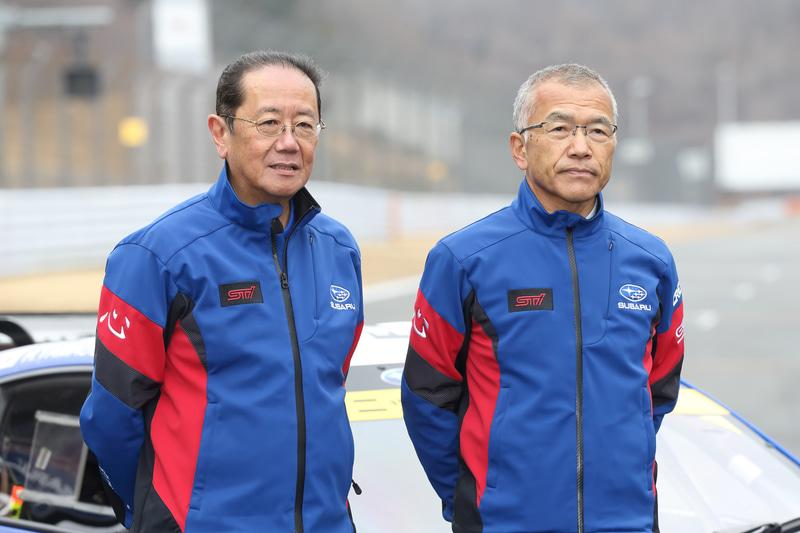 スバルテクニカインターナショナル株式会社 代表取締役社長 平岡泰雄氏(左)とGT300クラス参戦の総監督を務める渋谷真氏(右)
