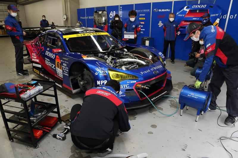 SUBARU BRZ R&D SPORTも走行テストとピット内でのチェックなどが繰り返された