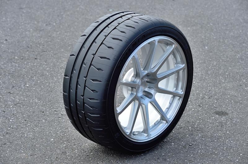 「POTENZA RE-71R」の後継モデルとして2月1日から順次発売となった新スポーツタイヤ「POTENZA RE-71RS」。製品名のRはRacing、SはSecond/Sportを指す