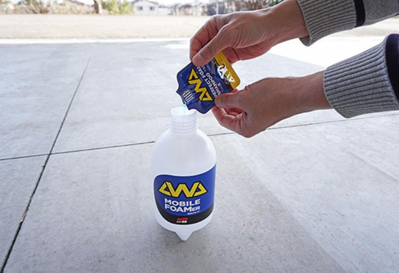 専用シャンプーは新鮮なレモンの香りがほのかに漂い、洗車中の心地よさ・楽しさをより促進する。全塗装色対応でコンパウンド不使用なので、プロが施工したコーティングボディにも使用可能