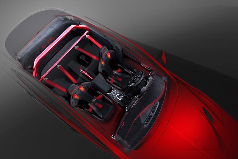 2座のレーシングシート、ロールバー、6点式シートベルトを装備する「GTAm」