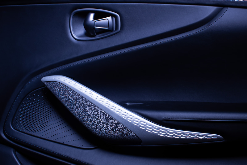 「DBX×Q by Aston Martin」