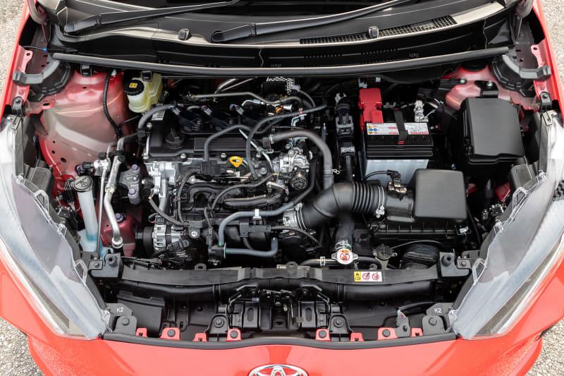 直列3気筒DOHC 1.5リッター直噴ガソリン「M15A-FKS」型エンジンは最高出力88kW(120PS)/6600rpm、最大トルク145Nm(14.8kgfm)/4800-5200rpmを発生。Gグレード 2WD車のWLTCモード燃費は21.4km/L