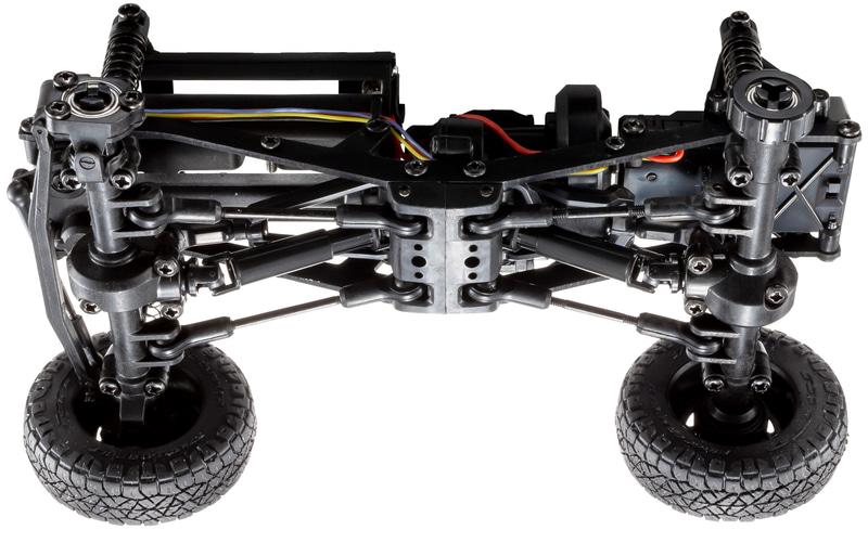 ミニッツ4×4は、実車モデルの多くに取り入れられているラダーフレーム(スチール製)を採用。これに組み合わせる各種樹脂製パーツとのバランスを図ることで、走行に適したシャシー剛性を確保