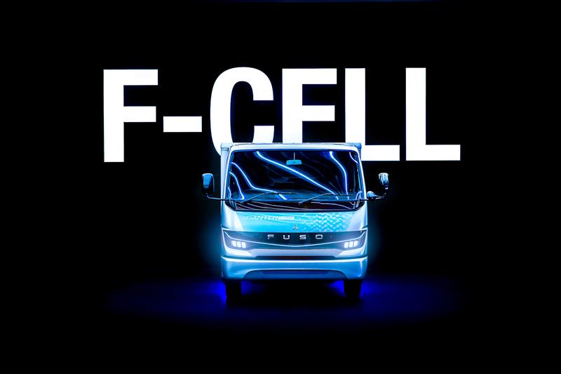 改良された燃料電池小型トラックのコンセプトカー「eCanter F-Cell」を発表