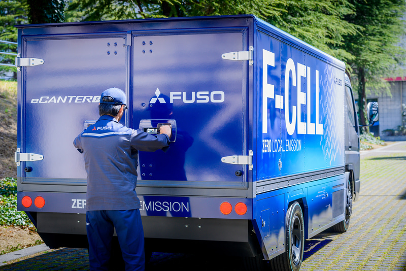 燃料電池小型トラックのコンセプトカー「eCanter F-Cell」