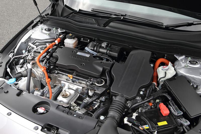 最高出力107kW(145PS)/6200rpm、最大トルク175Nm/3500rpmを発生する直列4気筒DOHC 2.0リッターエンジン(LFB型)と、最高出力135kW(184PS)/5000-6000rpm、最大トルク315Nm/0-2000rpmを発生する走行用モーターを組み合わせる。WLTCモード燃費は22.8km/L