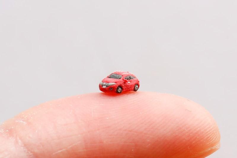 樹脂粘土の5mmのヴェゼル「そのクルマ、世界最小ヴェゼル。(5mm)」