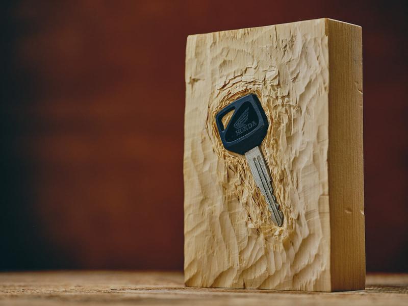 木でできた鍵「キーというか木」