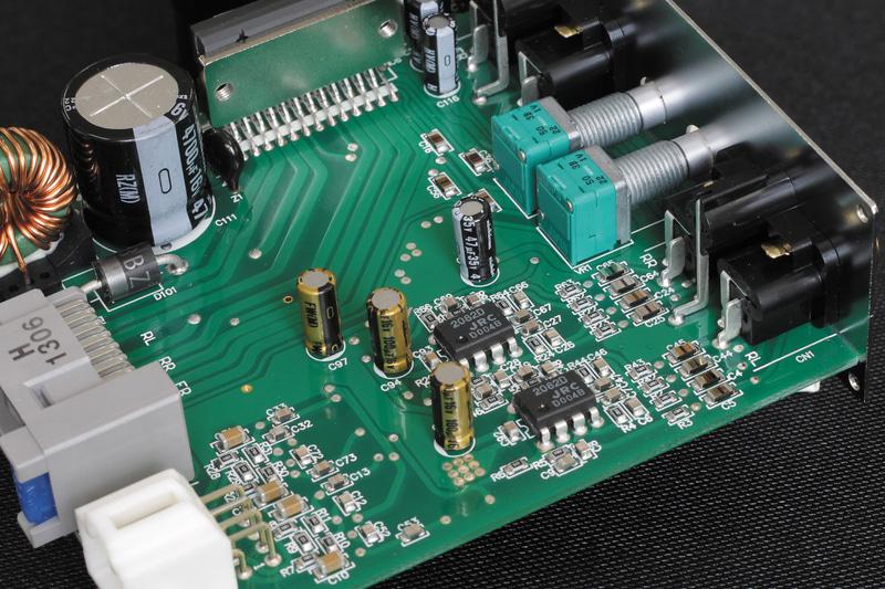 PA2では音質アップに向け、高音質フィルムコンデンサやFETオペアンプ、オーディオ用電解コンデンサなどを採用する