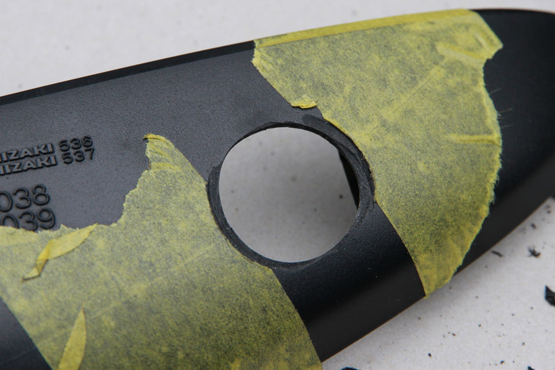 装着面が曲面なので、収まりがよくなるよう周囲を平らになるようリューターで削りました