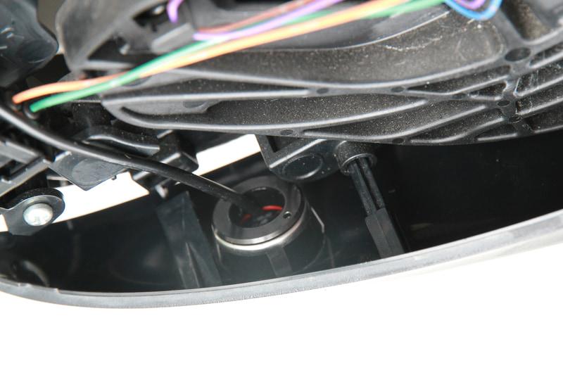 カバーを組み付けようとしたところカメラが内部で干渉することが発覚