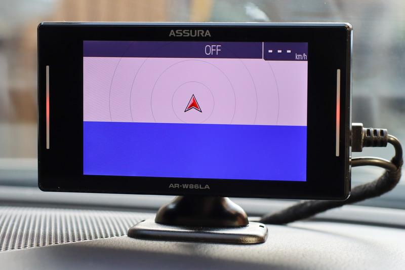 最初の起動時。GPSを捜索中。この後1分10秒ほどで捕捉して地図が表示されます