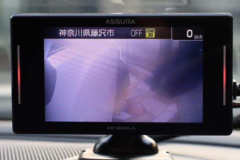 これで停車や低速時はカメラの映像が出る仕様に。駐車場を出るときから即座にカメラの映像を確認できます