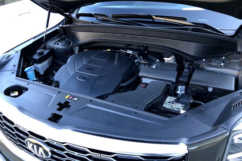 テルライドのパワートレーンは最高出力295PS/6000rpm、最大トルク36.2kgfm/5200rpmを発生するV型6気筒 3.8リッター直噴エンジンで、8速ATを組み合わせる