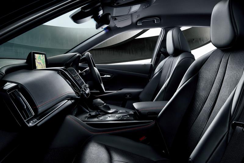 ファブリックと合成皮革を組み合わせスポーツテイストを高めたシート(前席シートヒーター付)