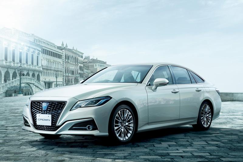 """クラウン65周年を記念した特別仕様車「S""""Elegance Style II""""」(2.5リッターハイブリッド車)<オプション装着車>"""