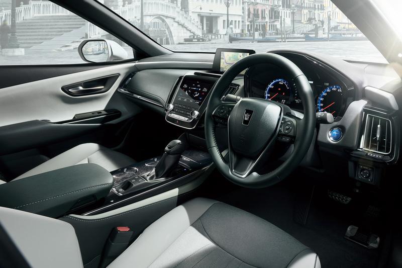 """S""""Elegance Style II""""(2.5リッターハイブリッド車)<オプション装着車>のインテリア"""