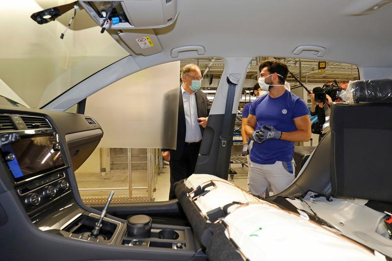 フォルクスワーゲン幹部もヴォルフスブルク工場を視察