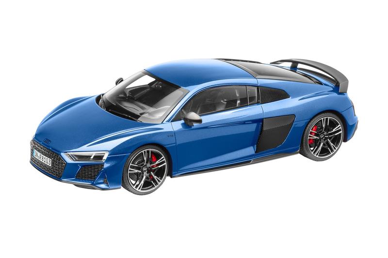 準優勝:グロスカーボンのリアウイングがスポーティさを強調する最新型Audi R8のミニカー