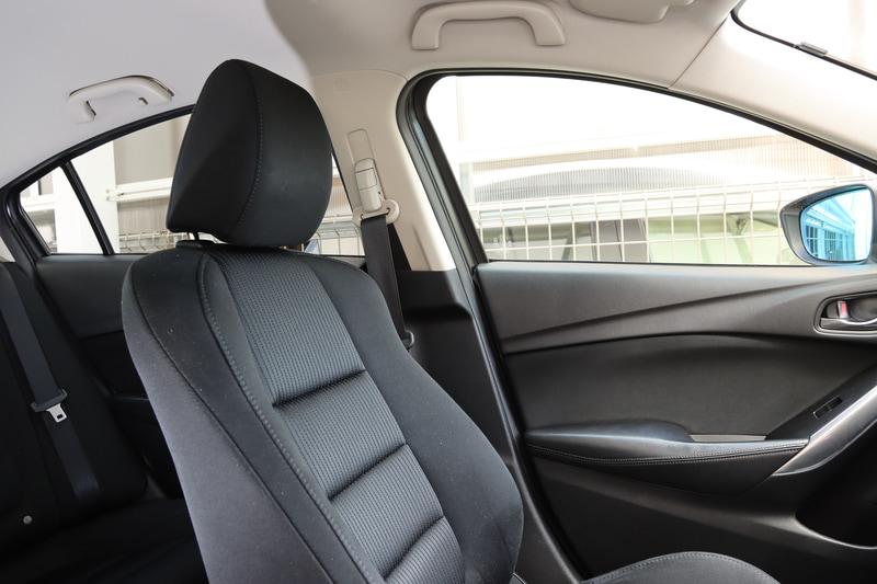 助手席の位置で斜め後方の視認性が改善する(写真は普段の状態)