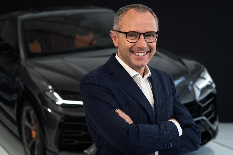 """「5月7日に""""シリーズを完成させる新モデル""""をオンラインで発表する」と予告したランボルギーニ 会長兼CEOのステファノ・ドメニカリ氏"""