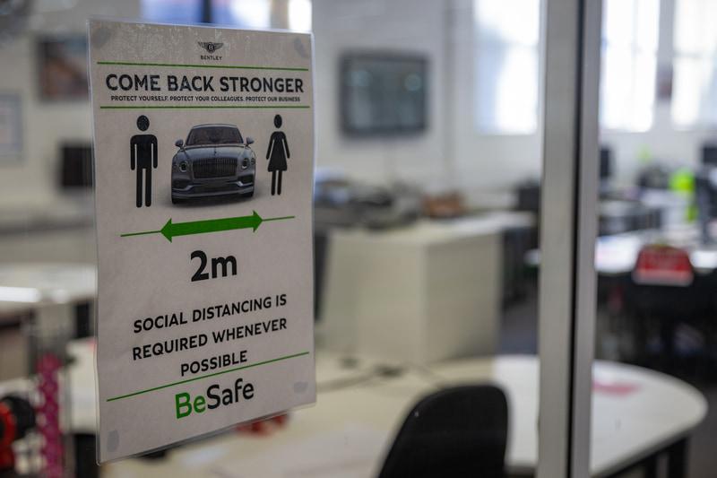 クルマ1台分=社会的距離確保の標識