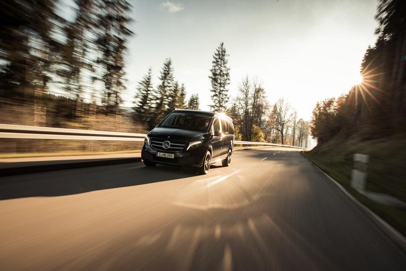 先進の安全装備や、取りまわしをサポートする装備も充実し、優れた走行性能を併せ持つ