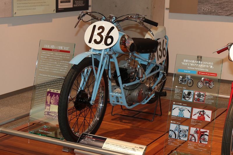 1954年、初めて海外遠征したR125。リアサスペンションのないオートレース用フレームに2段変速OHVエンジンを搭載(ホンダコレクションホール)