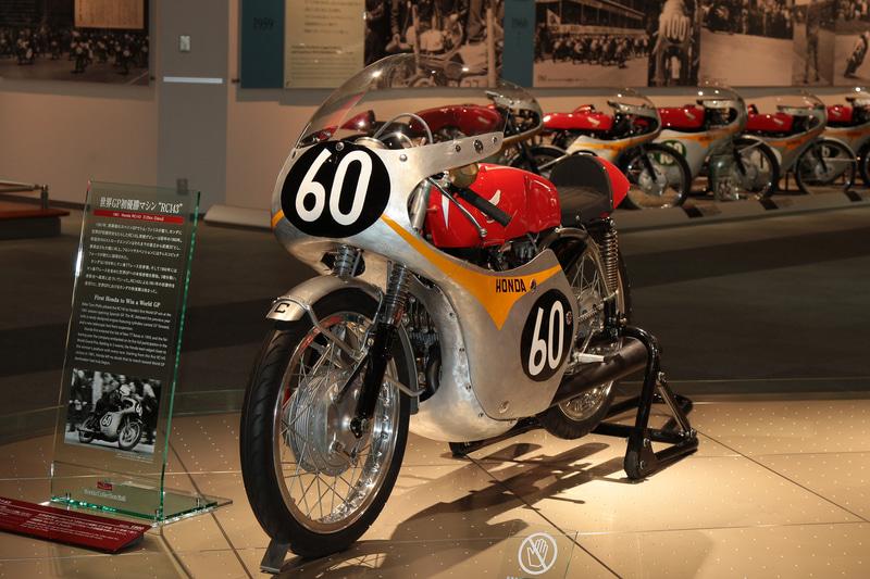 1961年、ロードレース世界選手権の開幕戦、スペインGPの125ccクラスで初優勝したRC143(ホンダコレクションホール)