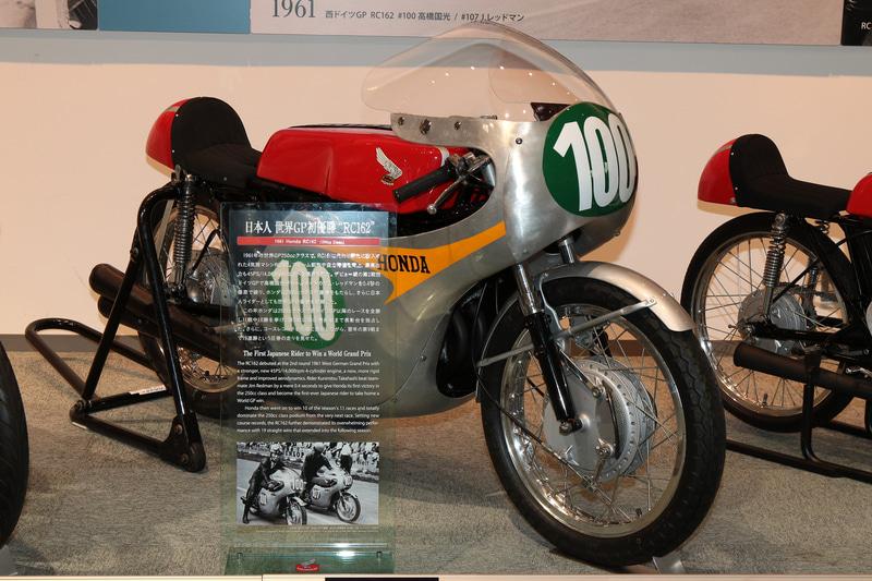 1961年、ロードレース世界選手権の第2戦、ドイツGPの250ccクラスでRC162を駆る高橋国光選手が日本人として初優勝した(ホンダコレクションホール)