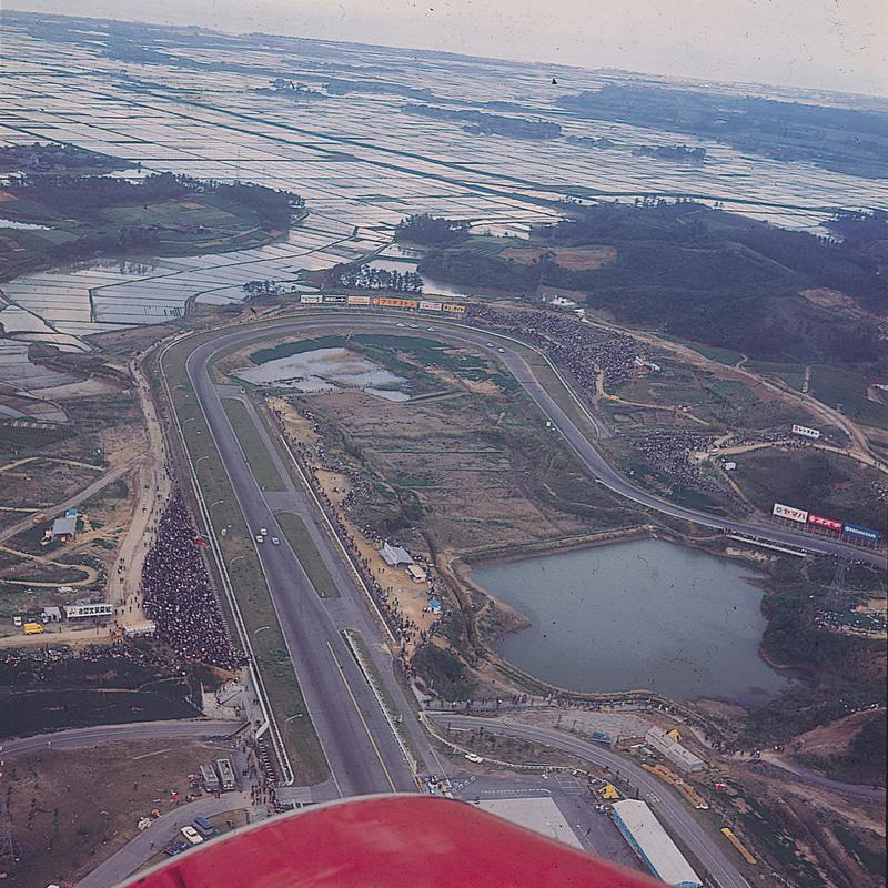 1963年の航空写真。1コーナーの先は海まで水田が広がっていた(鈴鹿サーキット提供)