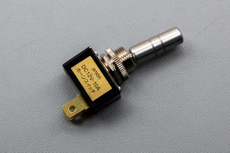 スイッチを取り付けに必要な穴径は12φ