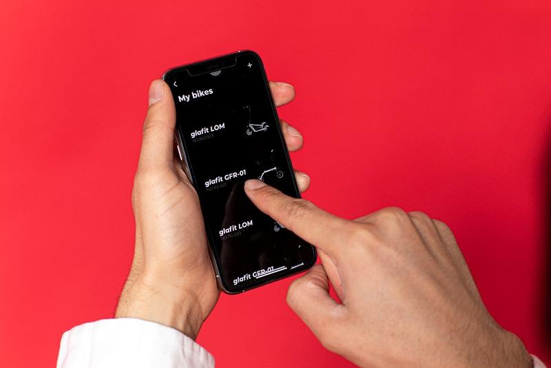 スマートフォンのアプリによって電源のON/OFFや航続距離などの確認ができる