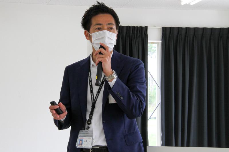 新型ハリアーについて、トヨタ自動車株式会社 MS製品企画 ZD 主査の小島利章氏がプレゼンテーションを実施