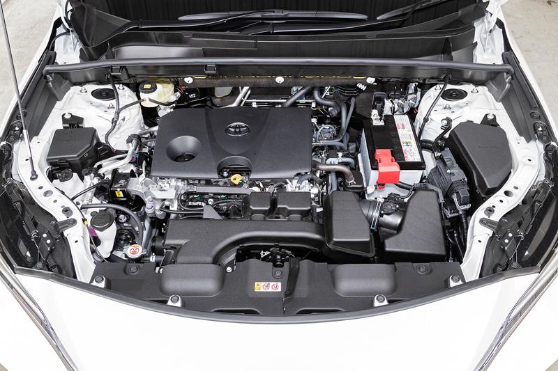 ガソリン仕様が搭載する直列4気筒2.0リッター直噴自然吸気「M20A-FKS」型エンジンは、最高出力126kW(171PS)/6600rpm、最大トルク207Nm(21.1kgfm)/4800rpmを発生。トランスミッションには発進用ギヤを備える「Direct Shift-CVT」を搭載し、駆動方式は2WD(FF)と「ダイナミックトルクコントロール4WD」を用意