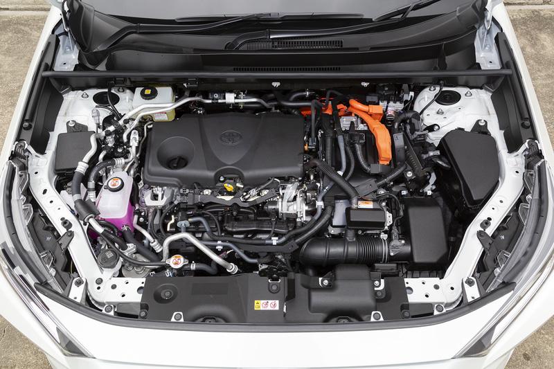エンジンは2.5リッターの「A25A-FXS」型で、最高出力130kW(177PS)/6000rpm、最大トルク219Nm/3600rpmを発生。フロントに「5NM」型、リアに「4NM」型モーターを採用し、システム最高出力は225kW(306PS)を発生する