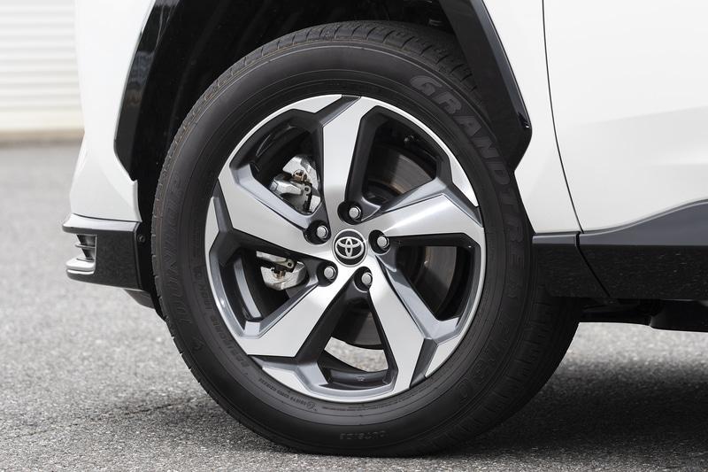 G系グレードのタイヤサイズは225/60R18