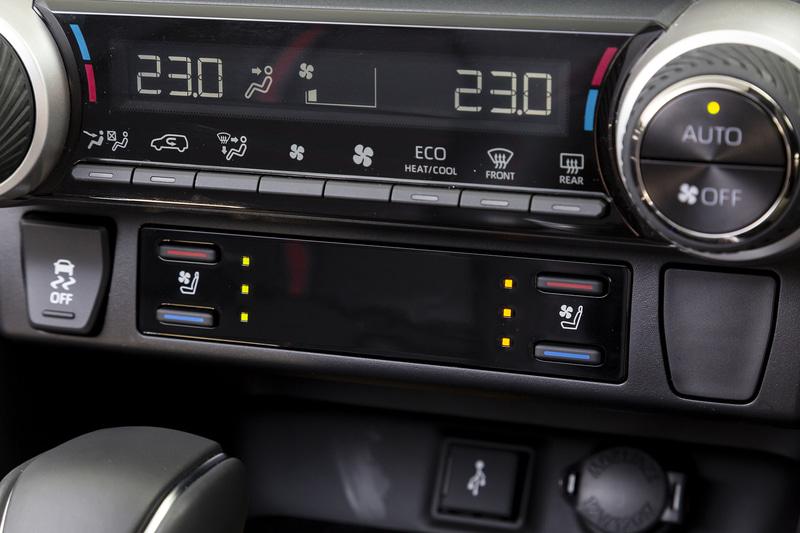 運転席と助手席には快適温熱シートに加え、Gグレード以外にはベンチレーション機能も用意
