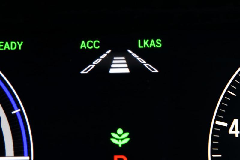 衝突軽減ブレーキ(CMBS)、誤発進抑制機能、後方誤発進抑制機能、歩行者事故低減ステアリング、路外逸脱抑制機能、渋滞追従機能付アダプティブ・クルーズ・コントロール(ACC)、車線維持支援システム(LKAS)、先行車発進お知らせ機能、標識認識機能、オートハイビームからなる「Honda SENSING」は標準装備