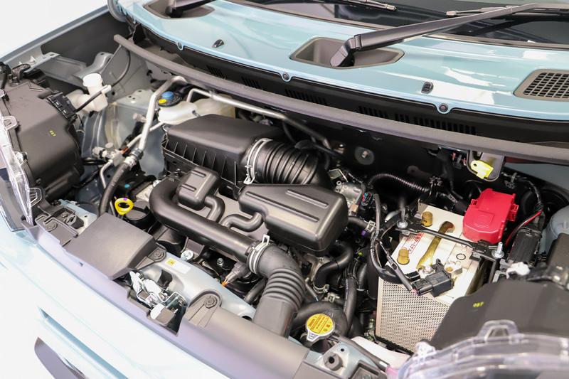 GとXの自然吸気モデルは最高出力38kW(52PS)/6900rpm、最大トルク60Nm(6.1kgfm)/3600rpmを発生する直列3気筒DOHC 0.66リッター「KF」型エンジンを搭載。トランスミッションはCVTを組み合わせ、WLTCモード燃費は2WDモデルで20.5km/L、4WDモデルで19.7km/Lを達成。G ターボでは、同じKF型エンジンにターボを組み合わせ、最高出力は47kW(64PS)/6400rpm、最大トルクは100Nm(10.2kgfm)/3600rpmを発生。トランスミッションはスプリットギヤを用いたD-CVTとなり、WLTCモード燃費は2WDモデルで20.2km/L、4WDモデルで19.6km/Lとなる
