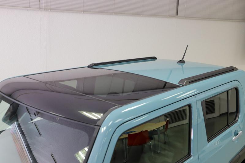全車にガラスルーフ「スカイフィールトップ」を標準装備