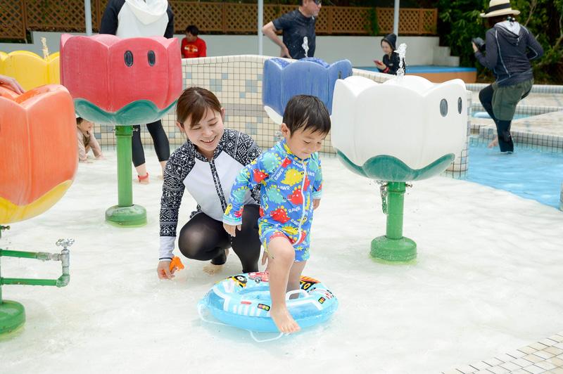 「アドベンベビー」。水深15cmのプールや花型の噴水があり、プールデビューの子供も安心して利用可能