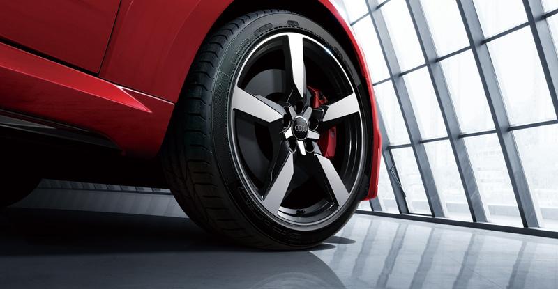Audi Sport製5アームポリゴンデザイン19インチアルミホイール